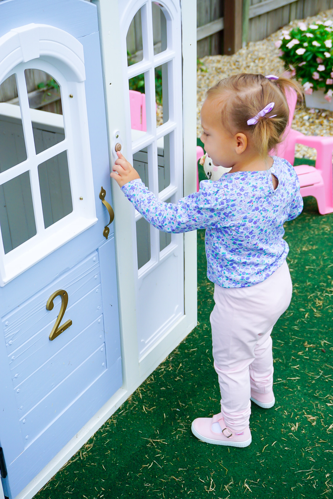 periwinkle blue paint colors, French blue paint colors, french blue home paint, pink toy chairs, pink play chairs