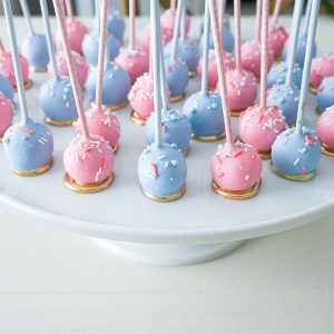 gender reveal cake pops, pink and blue cake pops